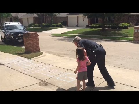 Police Officer Pulls Over To Play Hopscotch With Little Girl