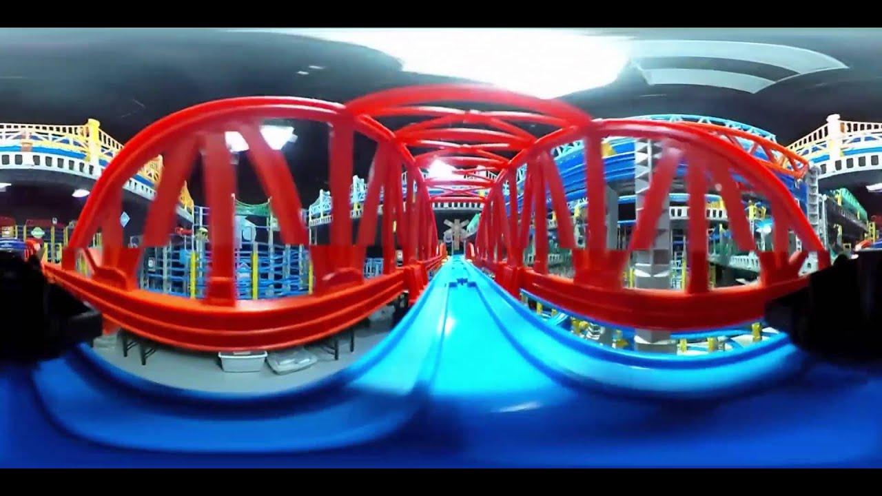 まるでプラレールに乗ってるみたい!Journey on a giant toy railway track (360 Video)