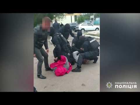 Поліція Миколаївщини: Оперативники Управління карного розшуку та спецпризначенці затримали миколаївця на збуті боєприпасів