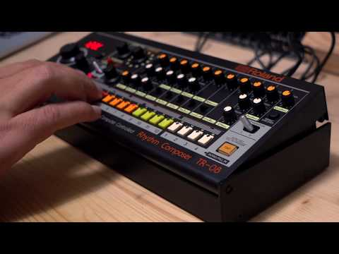 Roland TR-08 / Creating a pattern and testing the single-outs (Riamiwo StudioVlog 60)