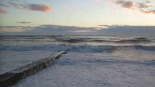 На море в Сочи Шторм апреля 2017 года. Пляж в Адлере, р-н Кургородка.