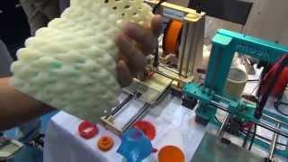 Что можно напечатать на 3D принтере?(Полное видео с выставки https://www.youtube.com/watch?v=huFuqRngW08 Как работает 3D принтер https://www.youtube.com/watch?v=oxYT79yozGw ..., 2014-10-16T17:39:48.000Z)