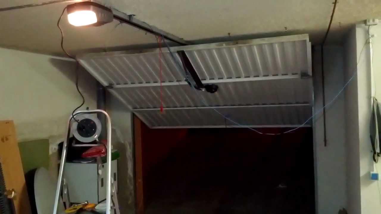 Automatizaci n puerta basculante youtube - Motor puerta garaje basculante ...