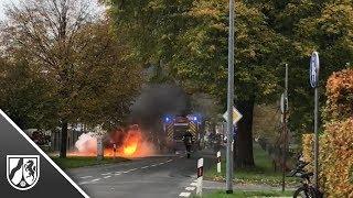 Einsatz in Korschenbroich - Feuerwehr löscht brennenden Wagen