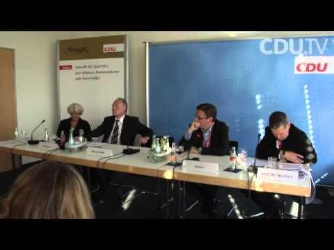 """Panel 2: """"Zukunft des Qualitätsjournalismus: Markenzeichen oder leere Hülle"""""""