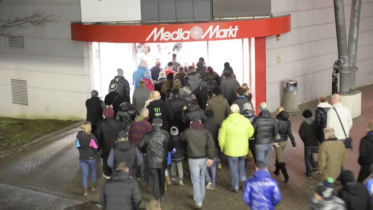 Riesiger Ansturm Beim Frühshopping Media Markt Linz Youtube