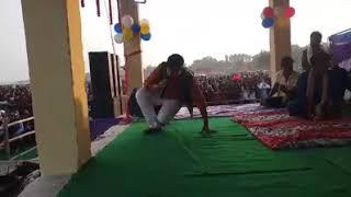 सुपरस्टार गोलू राजा ने पारंपरिक भोजपुरी लोकगीत गाकर पलामू जिला के स्रोता को मंत्रमुग्ध कर दिया