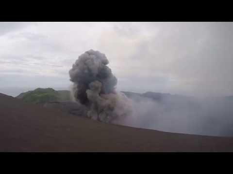 Vulkanausbruch des aktivsten Vulkans der Welt - Yasur auf Tanna Island, Vanuatu