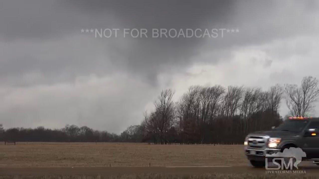 12-23-15 Sardis, Mississippi Tornado - Officials STOP I-55 Traffic! Semi Hit