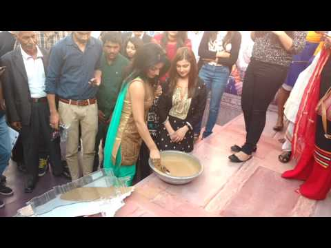 Actress Sonia Singh and Tunisha Sharma paying tribute to Maharaja Ranjeet Singh