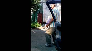 Смешное видео: мужчина не танцует