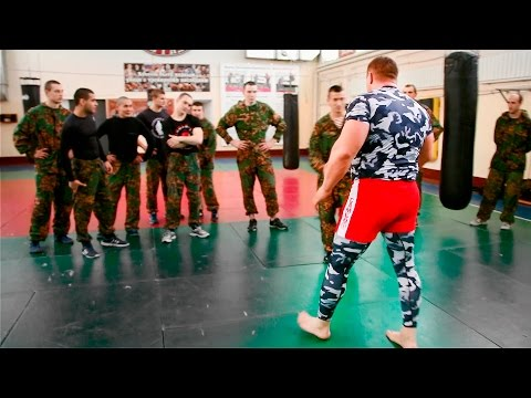 Бой уличный боец против 9 бойцов спецназа / Street fighter vs 9 soldiers special forces