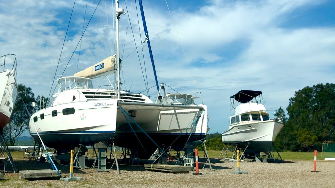 WHAT HAPPENS TO A CATAMARAN WHEN IT'S BEACHED?