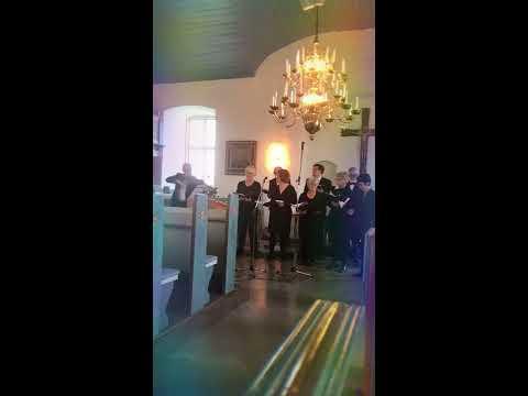 Pelle Enochsson fiol tillsammans med Gunilla Rönnberg piano & Vankiva kyrkokör