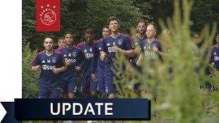 Ajax traint traditioneel in het bos
