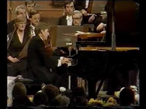 Achucarro - Brahms Piano Concerto 2 Mvt 2 (BBC Pro...