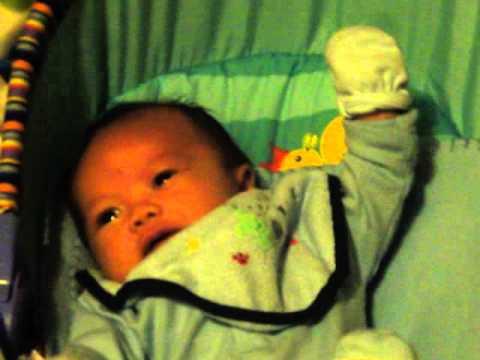 baby listening to splish splash song.MP4