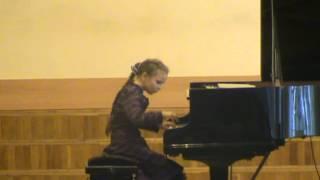 Бах Менуэт ре-минор Анна Ропот, 8 лет