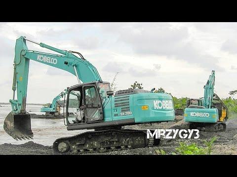 Kobelco SK200-10 Excavator Digging Screening Sand Into Dump Truck