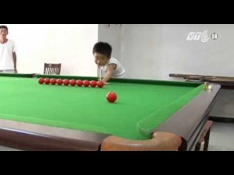 VTC14_Trung Quốc: Cậu bé 3 tuổi chơi bida điêu luyện.