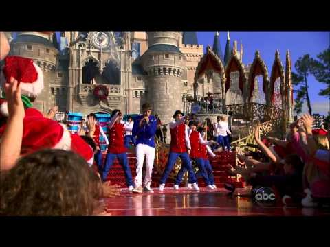 Justin Bieber - Mistletoe + Santa Claus Is Coming to Town (Disney Parks Christmas Day )