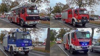 (Brand im Rathaus) Einsatzfahrten von Feuerwehr THW und Rettungsdienst zum Gebäudebrand