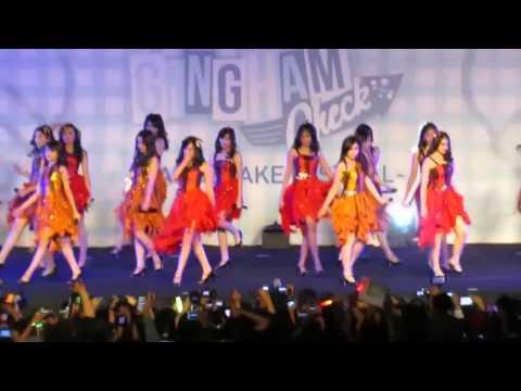 HD JKT48 - Utsukushii Inazuma (Gingham Check Mini Concert )
