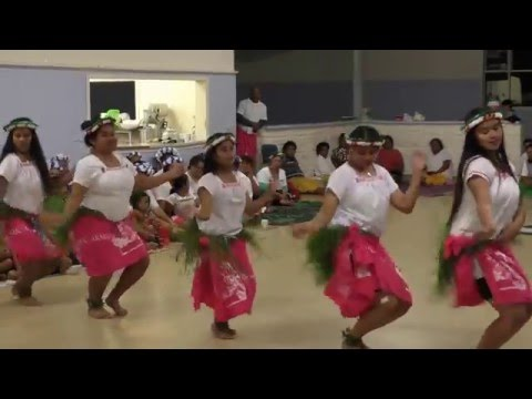Kiribati Dancing Teens, 26 12 15