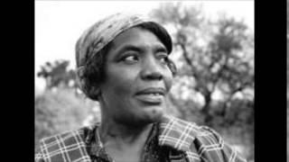 Bessie Jones - I'm A Rollin', I'm A Rollin' (Everybody's A Rolling Stone)