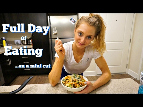 Full Day of Eating| Oat + Smoothie Bowl Recipe|  The Mini Cut Ep. 3