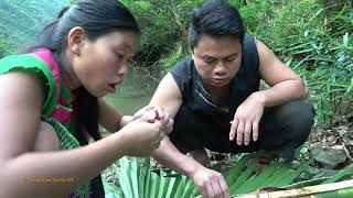Primitive girl's meet big catfish - Skills catching big catfish by hand, Cooking fish for food