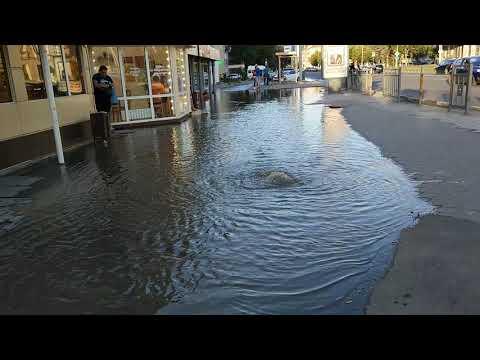 Новости Тулы: на Красноармейском проспекте нечистоты заливают тротуар