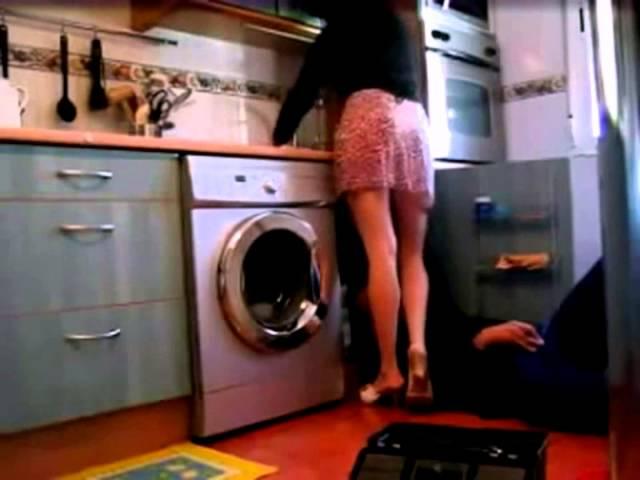 Сексуальная домохозяйка соблазняет сантехника крышка для унитаза с подогревом купить