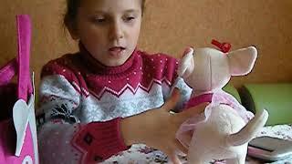 МОЯ ЛЮБИМАЯ СЕМЬЯ - Эмилия показывает свою собаку - игрушка Чичилав