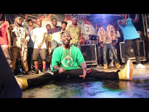 A Fan walk to the stage and collect mic from Yaa Pono to sing