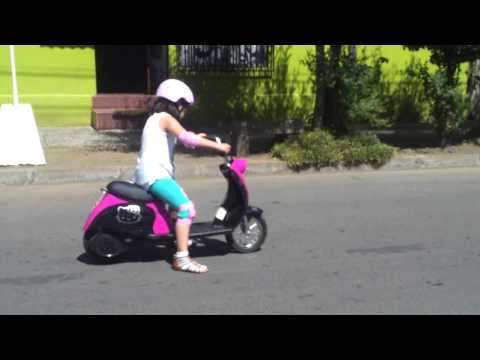 Moto scooter eléctrica Hello Kitty