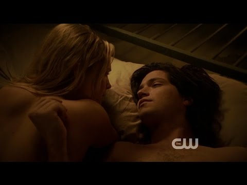 The 100 - Finn and Clarke bed scene 1x04 and kiss 1x05