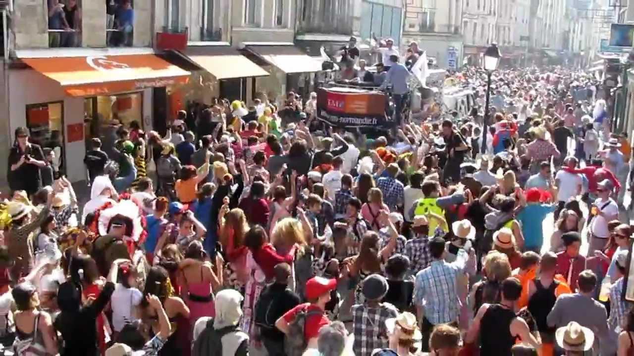 C t caen le carnaval des tudiants dans le centre ville for Centre sportif cote des neiges piscine