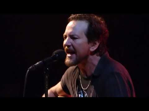 Pearl Jam - I Believe in Miracles - Wrigley Field (August 20, 2016)