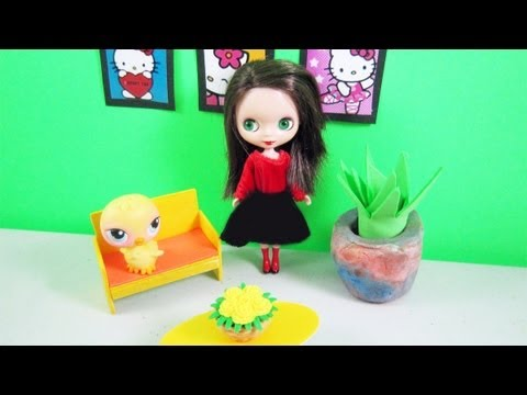 Doll Crafts: How to make a balsa wood sofa for your LPS and fashion dolls - simplekidscrafts