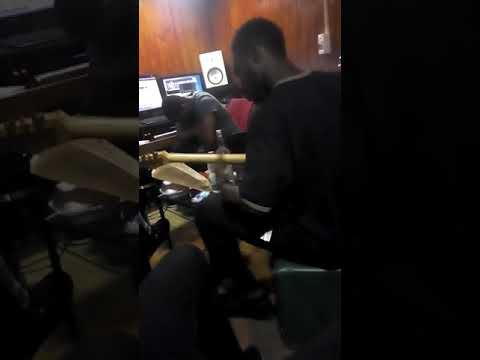 Sami Guitare sur le Son de VITALE FT LE MOLARE CHEZ ELVIS SEGUOND