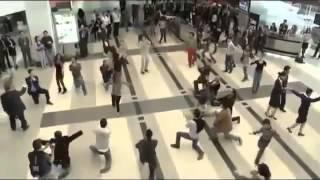 دبكه بمطار بيروت
