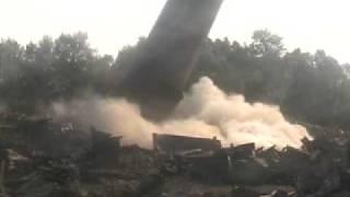 Cama - 21.07.2007 - Wyburzenie 100 m ceglanego komina  w Krakowie