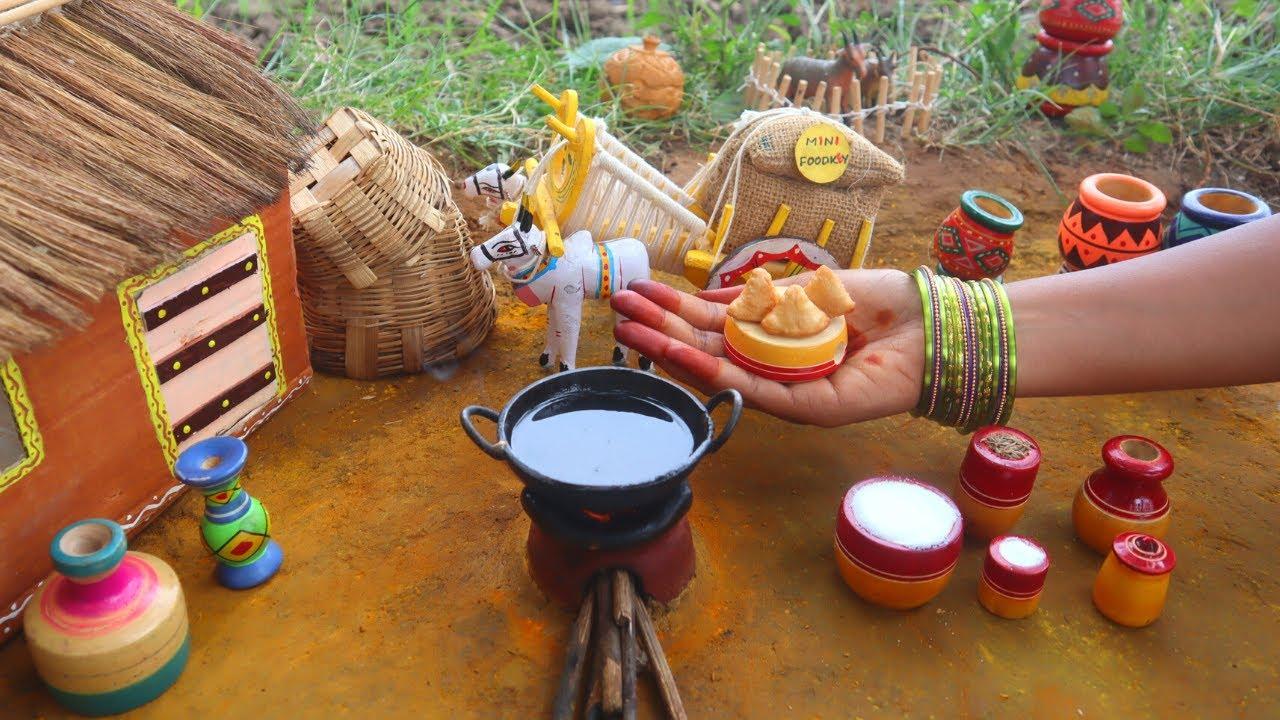 Miniature Samosa | Street Style Samosa | Imli + Green chutney - Mini Foodkey