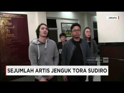Sejumlah Artis Jenguk Tora Sudiro, Siapa Saja?