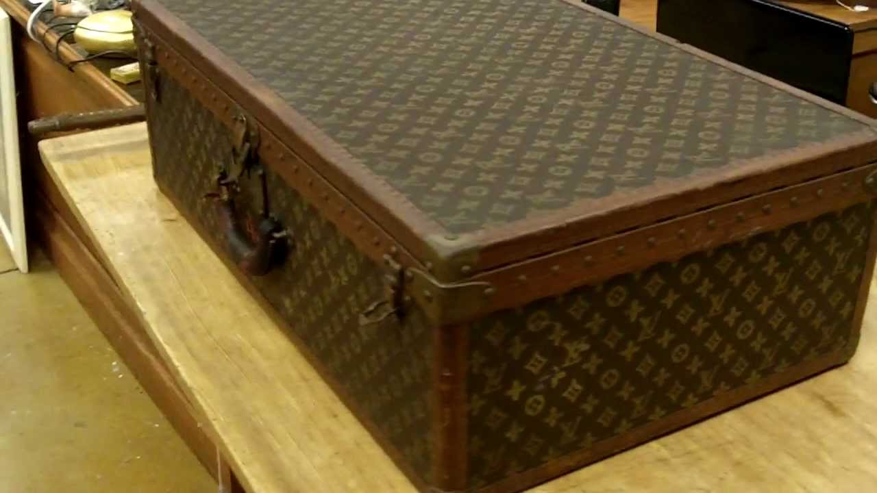 louis vuitton vintage luggage youtube. Black Bedroom Furniture Sets. Home Design Ideas