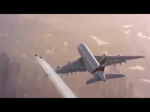 Jetpack inseguono un aereo sopra Dubai