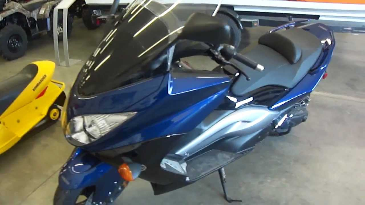 2011 Yamaha T MAX SCOOTER FOR SALE IN MICHIGAN   47 MPG!!!