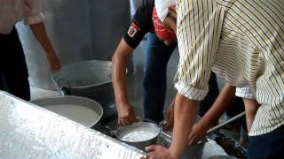 Behind the Scenes: Eating at the Golden Temple Langar (free kitchen).mp4