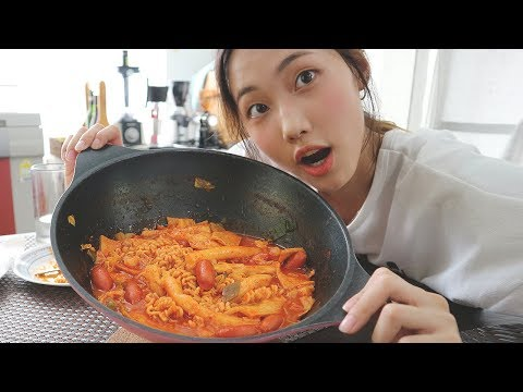 [VLOG] Have you ever heard of Korean Spicy Rice Cake? 학교 안가는 날엔 떡볶이